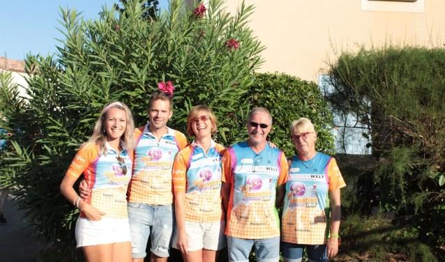 Het team in Frankrijk, v.l.n.r. Jaleesa Bindels, William Luijks, Conny Robbeson, John en Corina van de Merbel.