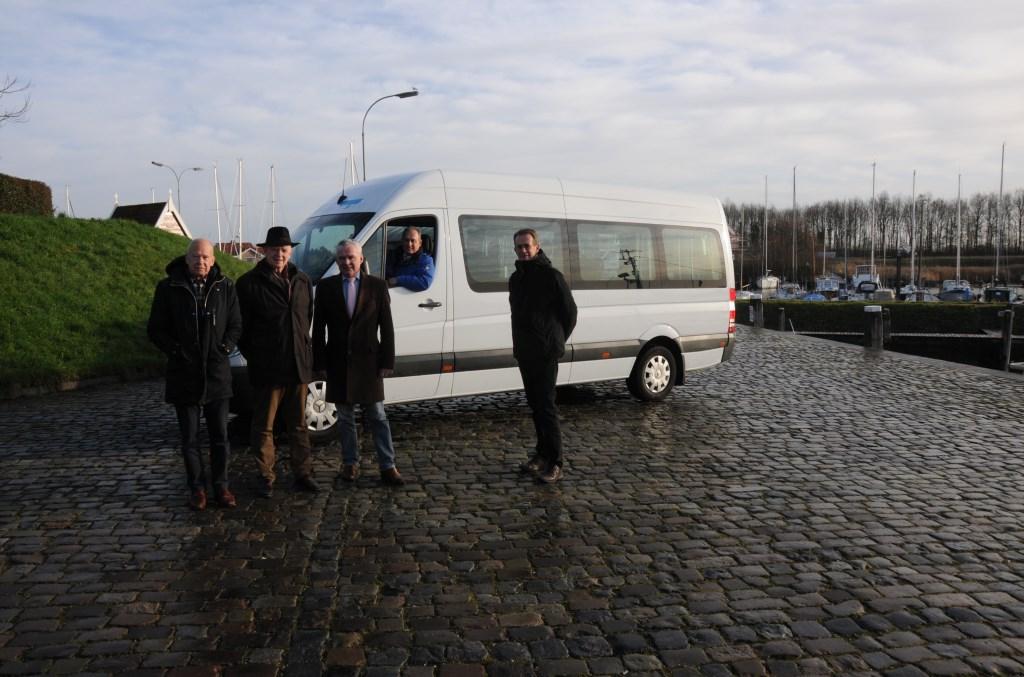 Het bestuur van de stichting op de Haven in Tholen, v.l.n.r Willem van der Meer, Henk Nieuwenhuis, Jan Wijnen, Fred Oostrum en Cees Timmermans.