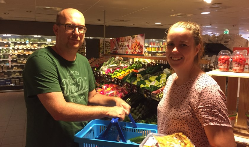 Ilse Breedveld en Carlo Baas zijn blij met de mogelijkheid om op zondag boodschappen te doen.