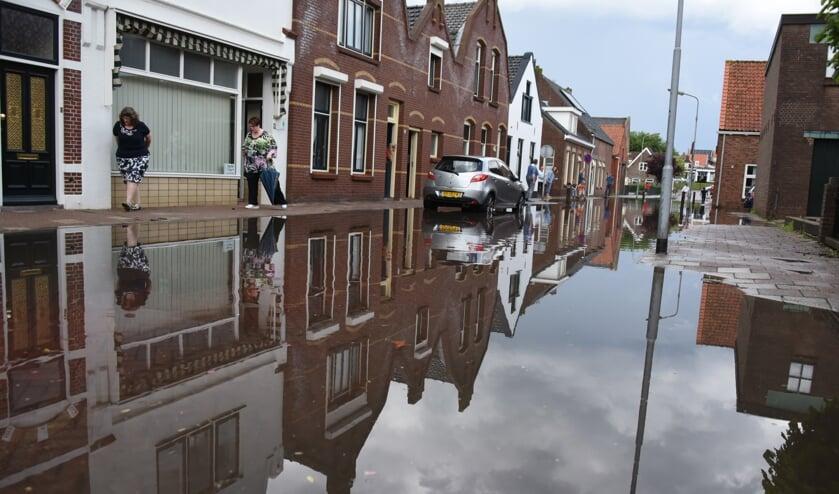 In de Weststraat bleef het water zo'n vijftien minuten staan.