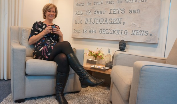 Yvonne tijdens het gesprek in De Borgmolen  | Fotonummer: 4c102c