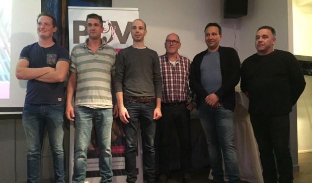 Marc van Erp, derde van links, op de foto met de andere varkenshouders.   | Fotonummer: 763a70