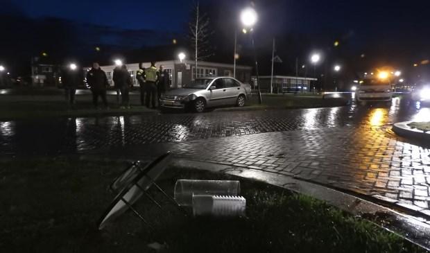 Het ongeluk gebeurde voor de kerk.  | Fotonummer: ab13b5
