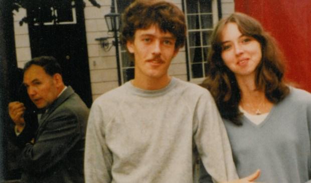 Dit zijn Richard Asveld en Herma v. Genugten in 1980 en kijk eens op de achtergrond. De welbekende Jan Til!  | Fotonummer: 204e97