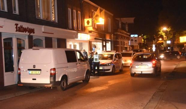 Meerdere politiewagens werden na de vondst van een dode man zaterdagavond naar het Kofferen geroepen  | Fotonummer: a832b5