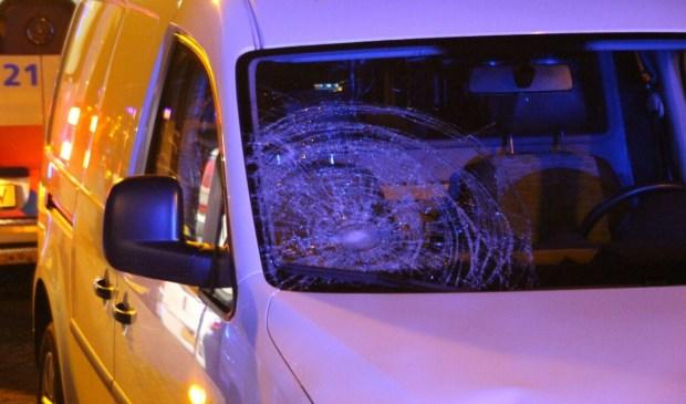 De auto raakte flink beschadigd  | Fotonummer: 3ecfdb