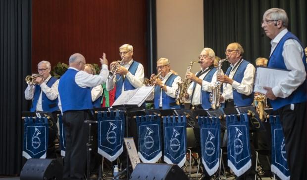 Ook deze heren mochten het podium op voor een mooi stukje muziek.   | Fotonummer: b3ba01