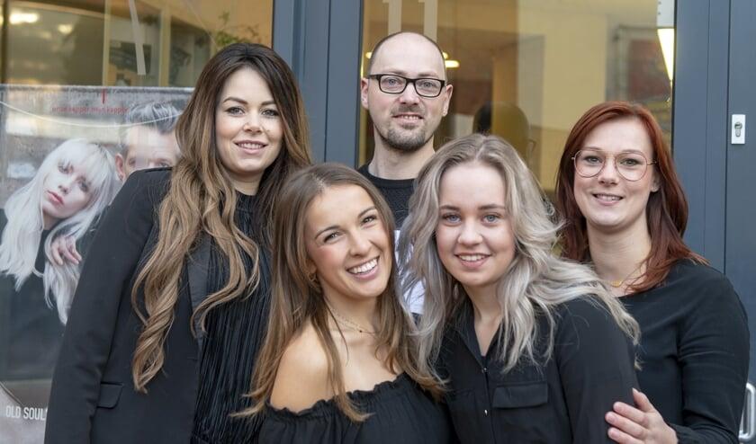 v.l.n.r: Mijntje, Nicky, Irmo, Manon,Sabien   | Fotonummer: c3f481