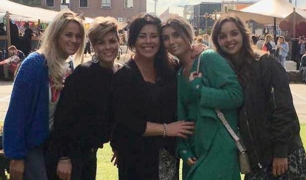 Het team van Bella Plaza met Marlies in het midden.   | Fotonummer: 1e5f75