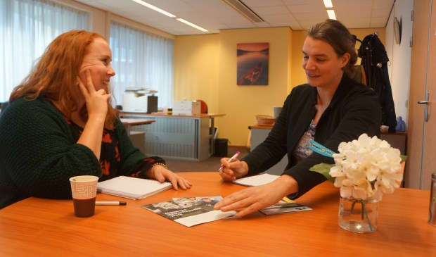 Trudy en Geke in hun mooie kantoor te Odendael.     Fotonummer: 7134c3