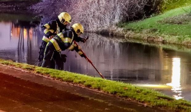 De brandweer op onderzoek uit.     Fotonummer: 93731a