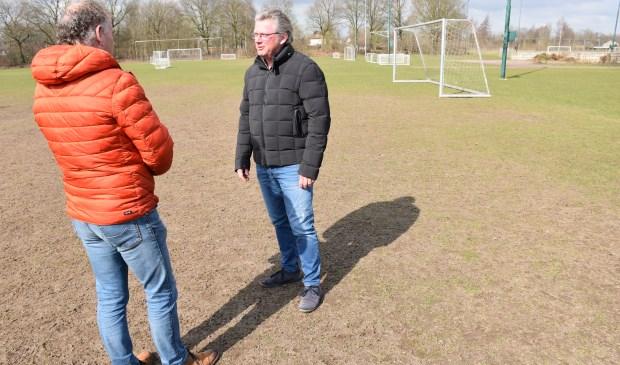 Maarten van Bakel (CDA) en Hans van Casteren (r, Rhode)   | Fotonummer: ea8b67
