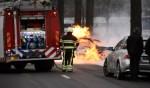 Auto vliegt in brand na ongeluk op Schijndelseweg