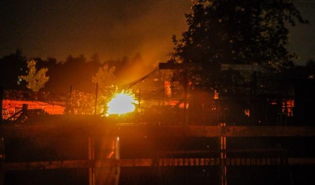 Zo zag de brand er vanaf de weg uit.  | Fotonummer: f542d7