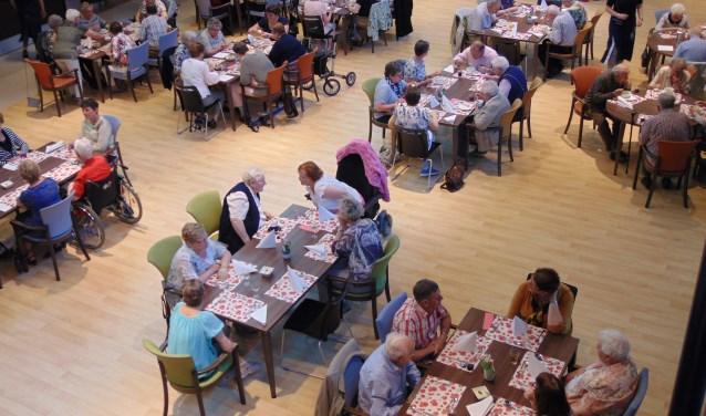 De vrijwilligers van Zonnebloem worden ieder jaar bedankt tijdens een diner.  | Fotonummer: 7e91b4
