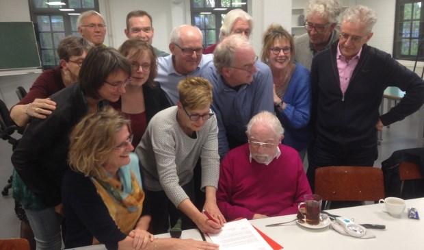Leden van PvdA Meierijstad ondertekenen petitie  | Fotonummer: c095f8