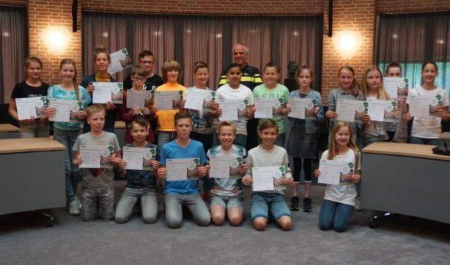 Deze kinderen pikten de diploma's op.  | Fotonummer: 284172