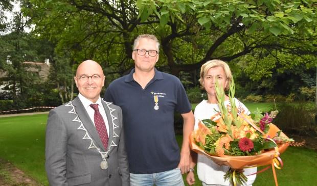 Arno Verbunt is gedecoreerd als Lid in de Orde van Oranje Nassau  | Fotonummer: 4b8397