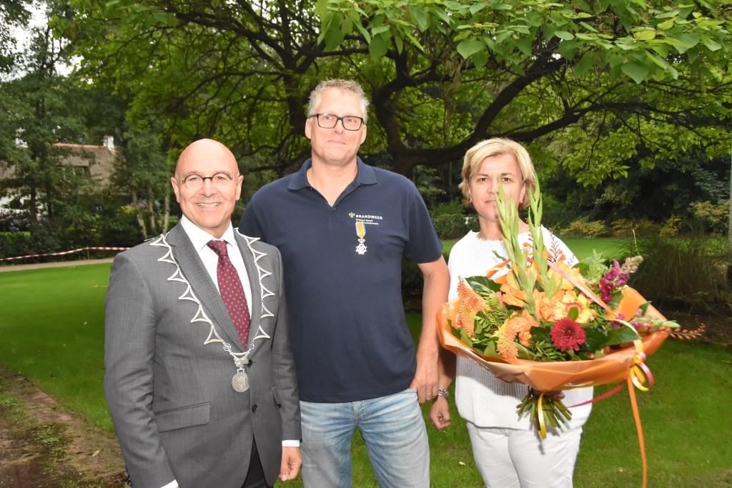 Arno Verbunt is gedecoreerd als Lid in de Orde van Oranje Nassau  © MooiRooi