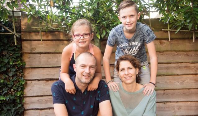 Met het gezin op de foto.  | Fotonummer: 98169e