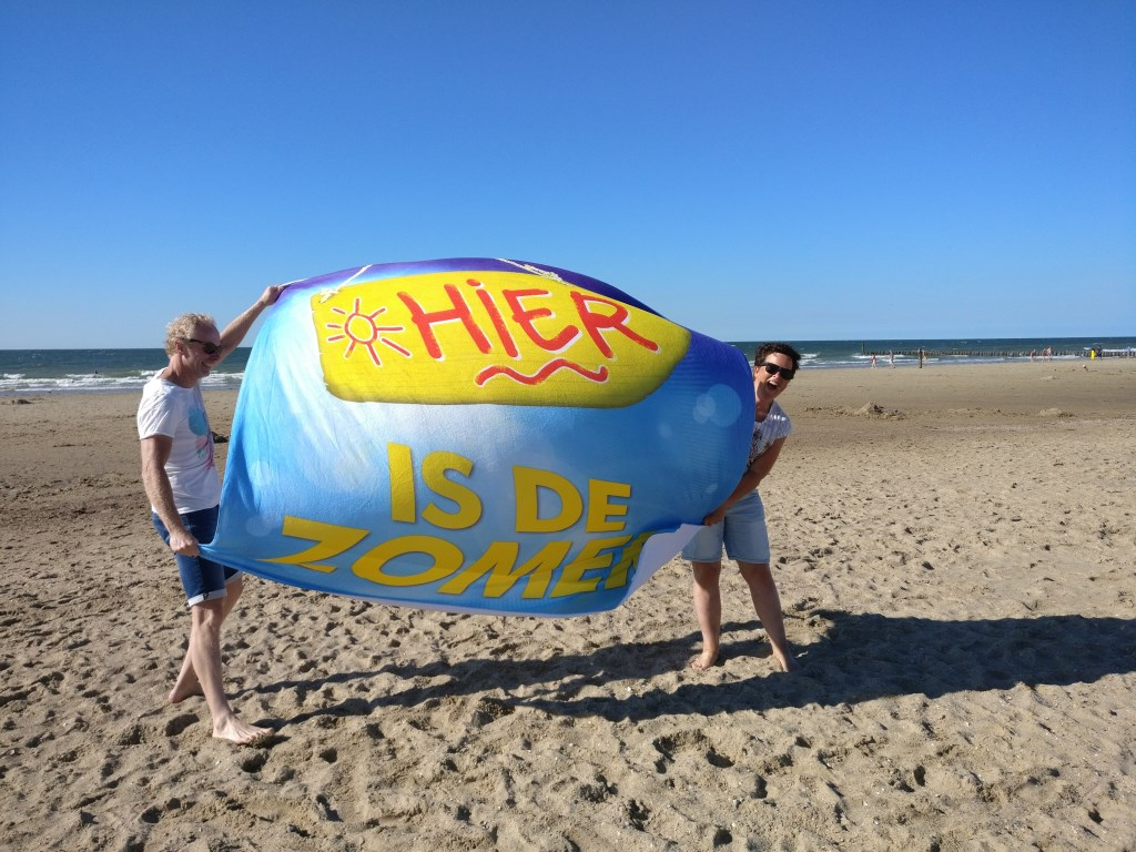 Zomer op het strand van Domburg. Foto: Luuk Santegoeds Foto: Luuk Santegoeds © MooiRooi