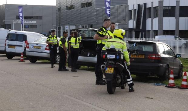 De politie was paraat bij de Poort van Veghel.  | Fotonummer: 94d07f