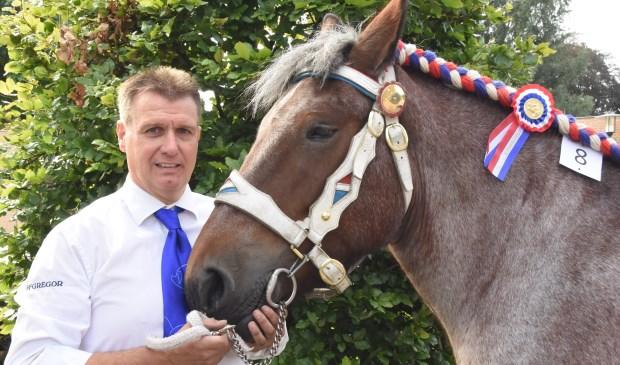 Gert van Hest met Britt van 't Broek  | Fotonummer: 6626f0