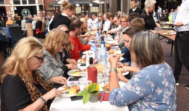 Het eten was niet alleen lekker, het was ook heel gezellig  | Fotonummer: 3bd39f