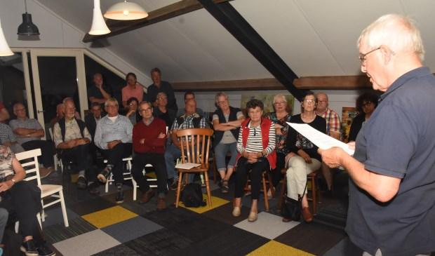 De bijeenkomst vond plaats bij Miss Hyacinth.    Fotonummer: f40051