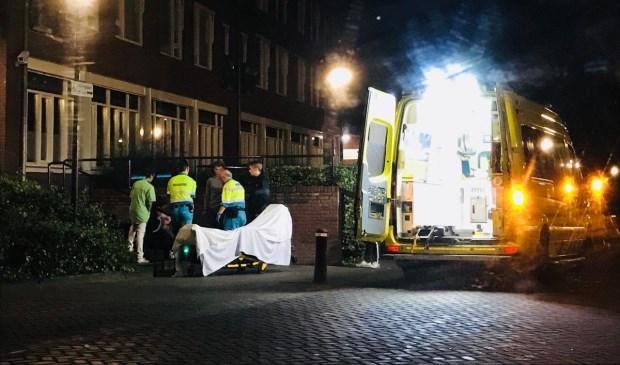 Rond middernacht hielp het ambulancepersoneel de vrouw.  | Fotonummer: 14e894