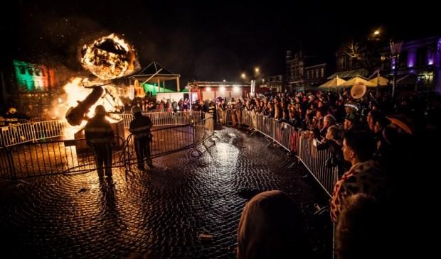 De pop Willemke Pap wordt op carnavalsdinsdag verbrand. Foto: Die Ene Fotograaf   | Fotonummer: 5077dd