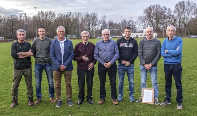 van links naar rechts: Wil vd Linden (50 jr.), Bart vd Berk (40 jr.), Jan Smits (60 jr.), Gerard Rovers (70 jr.), Jep vd Berk (60 jr.), Jürgen vd Laar (40 jr.), Ad Nouwens (50 jr) en Christ van Hastenberg (60 jr.).Niet op de foto: Gert-wilm Kuijpers (40 jr.) en Peter Smulders (40 jr).    Fotonummer: 856f08