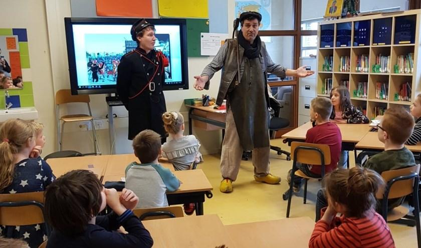 Bijzonder bezoek in de schoolklas.   | Fotonummer: e70c9f