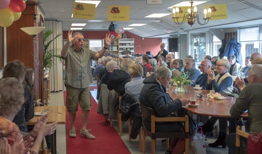 Voorzitter Cees van Rossum deed mee aan de modeshow.   | Fotonummer: 3b9b1f