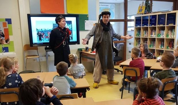 Bijzonder bezoek in de schoolklas.  | Fotonummer: d6a15f