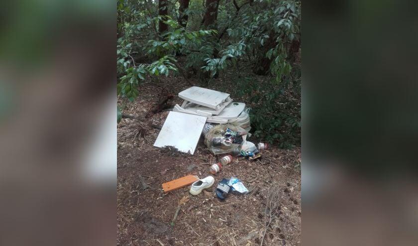 Het gaat om deze berg afval.     Fotonummer: 96f46c