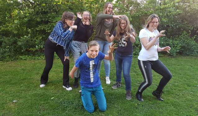 De jongerengroep van 't Roois theater   | Fotonummer: 513bdc