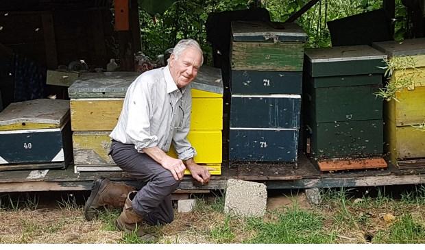 Fried bij zijn bijenkasten.   | Fotonummer: c9e43f