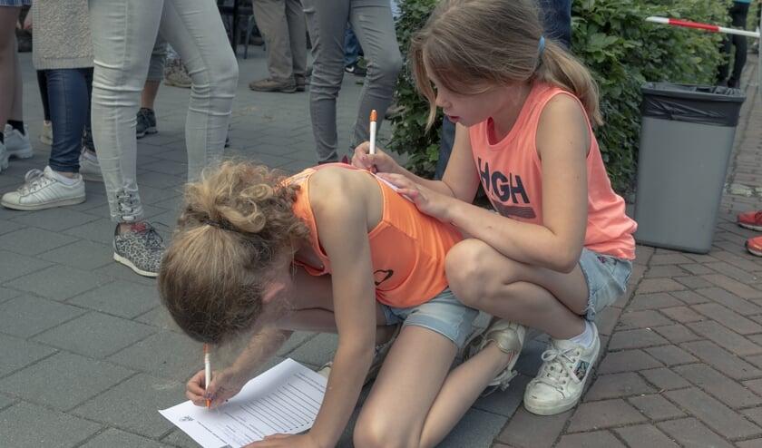 Deze meiden hebben een slimme constructie bedacht.     Fotonummer: 0be79e