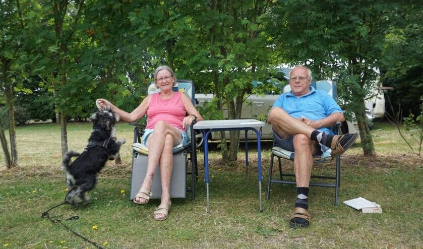 Hilde en Ruud Huisman met hondje Jack.   | Fotonummer: 11d4ef
