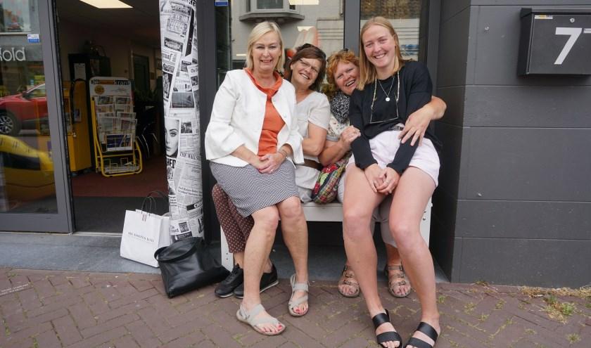 Deze dames brachten een gezellig bezoek aan DeMooiRooiKrant.   | Fotonummer: 7548ec