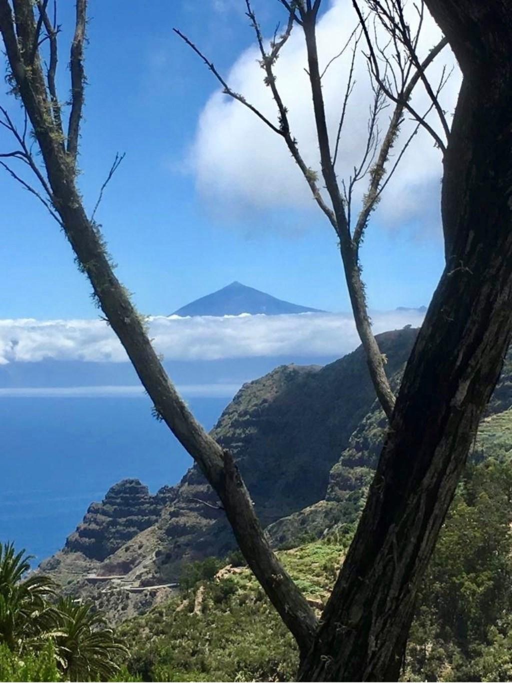 Tenerife in de wolken vanaf La Gomera. Ancella van de Ven  © MooiRooi