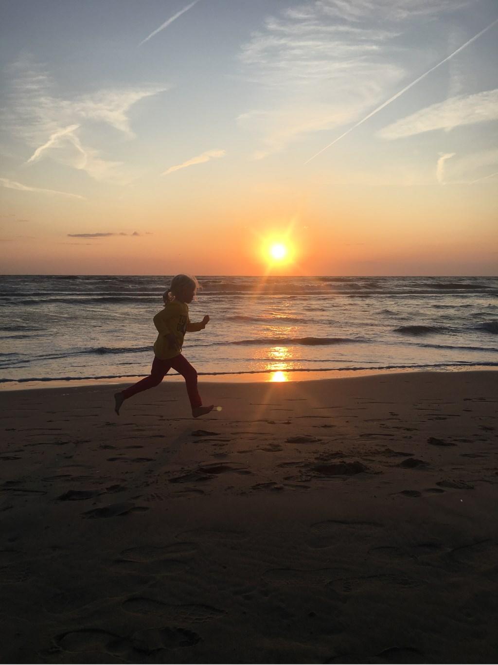 Sophie moest voor het donker thuis zijn op vakantie in Zandvoort. Mark en Sophie ten Voorde  © MooiRooi