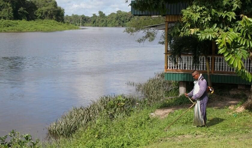Domineesvrouw in Suriname. Een boek dat beeldend, scherp en doorleefd is geschreven