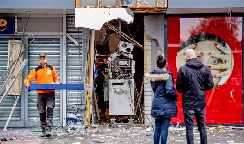 https://www.nd.nl/nieuws/economie/941081/pinautomaat-gevaar-voor-omgeving