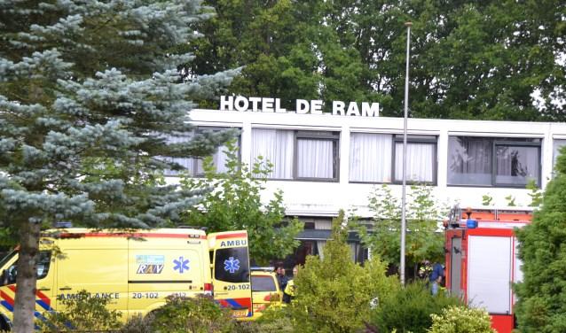 Bij Hotel de Ram aan de Steenbergseweg in Halsteren werd een cv-monteur vrijdagochtend getroffen door een ongeval.