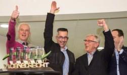 Voorzitter Erik de Laet, bestuurslid Ludo Hoendervangers en secretaris Peter Nuijten juichen voor 'hun' Promotieprijs.