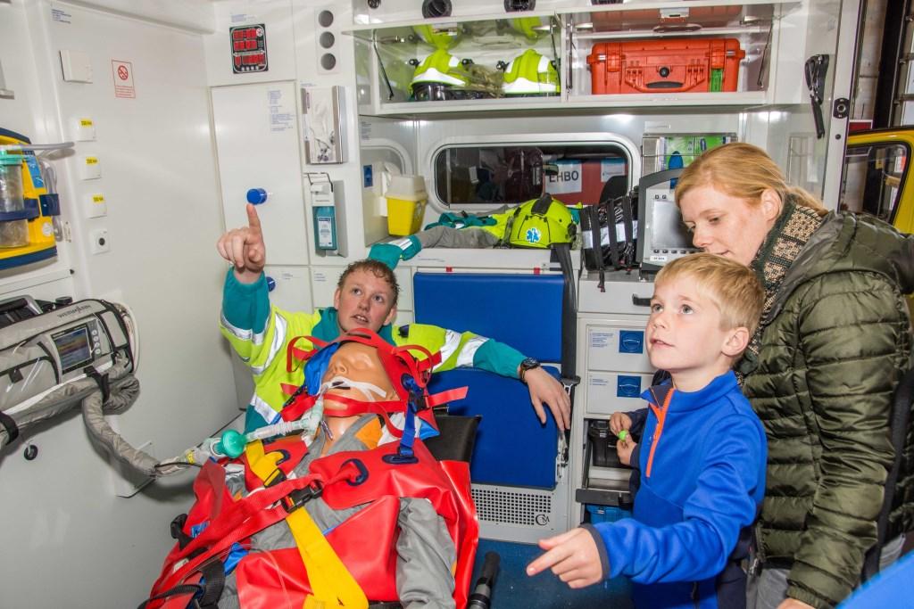 Maar toch is een ambulance ook interessant.  © Minerve Pers