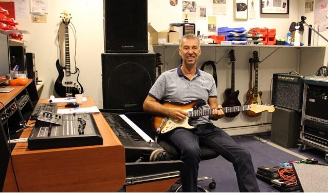 Ben van Hoof in zijn studio, Muziekstudio Nose.