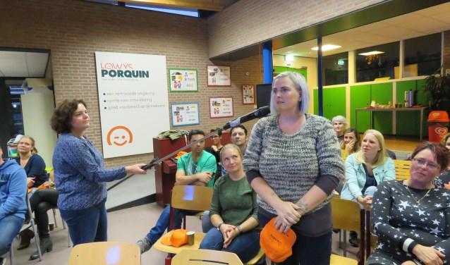 Ouders en teams van plaatselijke Lowys Porquin basisscholen in discussie over mogelijke wijziging van schooltijden.